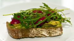 Easy Vegan Avocado Sandwich http://www.veganfamilyrecipes.com/2013/11/quick-lunch-idea-open-faced-sandwich.html  #vegan #recipes