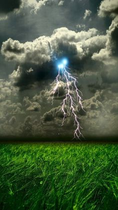 Clouds, lightning and weather ✯ Amazing / stunning nature photography All Nature, Science And Nature, Amazing Nature, Beautiful Sky, Beautiful World, Beautiful Places, Gorgeous Gorgeous, Fuerza Natural, Wild Weather