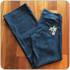 """CITIZENS OF HUMANITY Dark wash.  Wide leg trousers with a pretty orchid on one pocket. 8"""" rise, 32"""" inseam 16"""" at band 19"""" at hips. NO SIZE TAG ...fits like a 28. Like new condition. Citizens of Humanity Jeans Flare & Wide Leg"""
