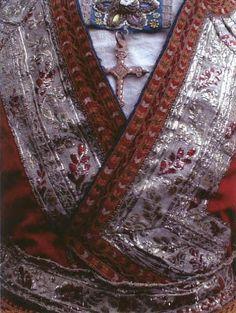 Détail d'un costume de mariée de Ploaré, XIXe