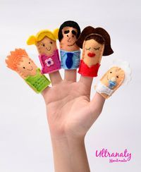 """Finger puppets """"The Family""""."""