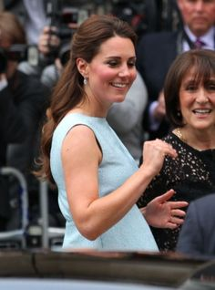 With her severe morning sickness behind her, Princess Kate is enjoying her pregnancy and dressing her royal baby bump in her usual stylish way. Prince George Alexander Louis, Prince William And Kate, Duchess Kate, Duchess Of Cambridge, Pregnancy Outfits, Pregnancy Style, Royal Babies, Kate Middleton Style, Princess Kate