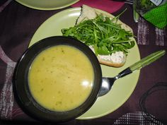My little cozy blogcorner: Pompoen soep met koriander en kokosmelk.