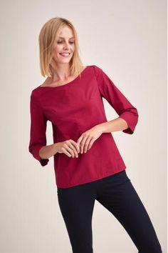 2ac76639ee Bardzo kobieca, minimalistyczna bluzka z bawełny, którą Ania nosi na  spotkania z klientami.