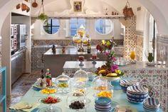 Arredare con le piastrelle maioliche - Cucina ricoperta di maioliche