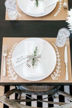 DIY Thanksgiving placemats or tablecloth: kraft paper + white paint marker