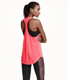 Camiseta de tirantes en tejido funcional de secado rápido. Espalda olímpica  de corte estrecho y 8899d4e559c4