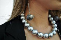 Como não ENLOUQUECER com essa trend dos insetinhos nos acessórios? Esse brinco tá MUITO amor ❤ #news #novidades #tendencia #trends #style #moda #estilo #fashion #acessorios #acessories #lookdodia #lookoftheday #ootd #bijoux #bijous #bijouterias #colar #colares #necklace #brincos #earrings
