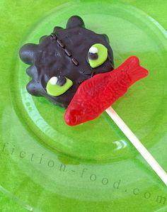 "Food Adventures (in fiction!): Toothless Cookie Pops for ""How to Train Your Dragon 2"" - recipe/how to"