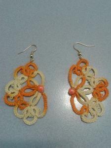orecchini fatti a mano con filo arancione sfumato