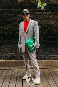 London Fashion Week Men's FW19<br> Collage Vintage, Neymar, London Fashion Week Mens, Mens Fashion, Cool Street Fashion, Street Style, Mens Fall, Style Snaps, Platform Sneakers