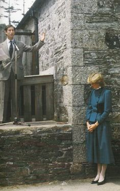 Charles & Diana, Australia, New Zealand. I don't know what's up w/this pic. Why is Diana standing against that wall lol?