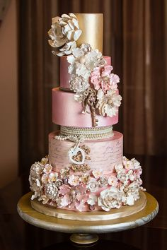 Munaluchi's Most Beautiful Cakes for a Spring Wedding Fancy Wedding Cakes, Wedding Cake Fresh Flowers, Amazing Wedding Cakes, Fancy Cakes, Amazing Cakes, Bling Cakes, Camo Wedding, Gorgeous Cakes, Pretty Cakes