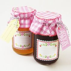 Cute way to give out homemade jams and sauces.