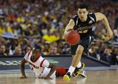Wichita State Shockers guard Fred VanVleet (R) dribbles past Louisville Cardinals guard Russ Smith during the first half of their Final Four game in Atlanta, April 6, 2013.  REUTERS/Chris Keane