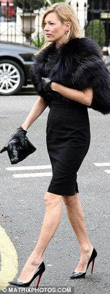 Kate Moss, Naomi Campbell and Stella McCartney pay respects to Alexander McQueen at intimate funeral service Kate Moss at the funeral of fashion designer Alexander McQueen, February More from my siteLowndes Chambray Skirt 1960s Fashion, Fur Fashion, Urban Fashion, Love Fashion, Fashion Design, Vintage Fashion, Fashion Black, Vintage Clothes 70s, Vintage Outfits