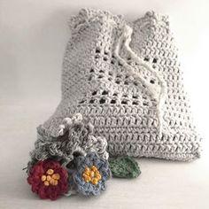 #crochetbag #crochetpurse #kreativitet #hekleglede #hekle #håndarbeid #crochetlife #crochetbags #heklerier #crocheted #håndarbeidsglede #crochetpurses #craftcolourmyday #craftastherapy