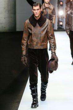 Giorgio Armani Fall 2018 Menswear Fashion Show Collection: See the complete Giorgio Armani Fall 2018 Menswear collection. Look 49 Giorgio Armani, Emporio Armani, Armani Men, Male Fashion Trends, Men's Fashion, Winter Fashion, Fashion Design, Sporty Fashion, Fashion Dresses