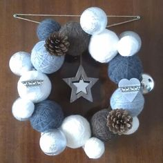 Couronne pelotes de laine / Crown in balls of wool