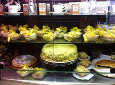8 Marzo, Mimose al Caffè Poliziano, Montepulciano (foto di Locanda San Francesco #Boutiquehotel + www.locandasanfrancesco.it)