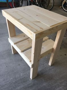 Fun DIY Wood Furniture Projects Advise - No-Fuss DIY Woodworking Advice - An Introduction - Maxwell's Projects Diy Pallet Furniture, Furniture Projects, Wood Furniture, Furniture Design, Easy Woodworking Projects, Woodworking Furniture, Woodworking Plans, Woodworking Videos, Woodworking Workshop