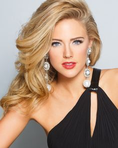 The Pageant World's greatest headshot (of Maggie Bridges, Miss Georgia Pageant Hair And Makeup, Beauty Pageant, Hair Makeup, Most Beautiful Faces, Beautiful Eyes, Beautiful Women, Beautiful Person, Pageant Photography, Photography Ideas