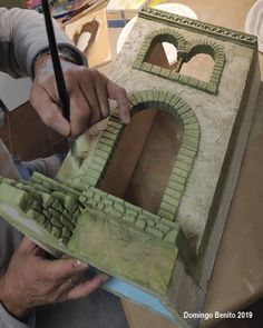 Making off 2019 - Nativity Diy How to Make Nativity House, Diy Nativity, Christmas Nativity Scene, Christmas Carol, Styrofoam Crafts, Cardboard Crafts, Pottery Houses, Art Deco Bedroom, Paper Crafts Origami