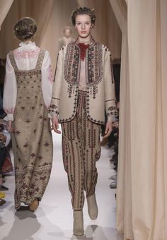 Valentino Official Website - Discover the Valentino Women Haute Couture Spring Summer 2015 Collection. Couture Details, Fashion Details, Boho Fashion, Vintage Fashion, Fashion Outfits, Womens Fashion, Fashion Design, Fashion Trends, Haute Couture Looks