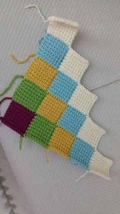 francisca pizana's media content and analytics Crochet Daisy, Crochet Home, Crochet Yarn, Free Crochet, Crochet Stitches Patterns, Crochet Designs, Stitch Patterns, Knitting Patterns, Crochet Blocks