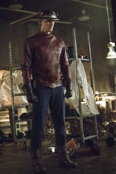 Hero of Earth-2: Teddy Sears on Bringing Jay Garrick to The Flash | DC Comics