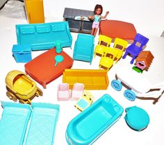 Dollhouse plastic furniture Lot 24 Fisher Price mixed doll bathtub tables chairs chicken coop jug sofa beds refrigerator scale mailbox