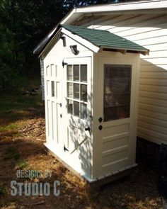 Shed built from just old doors! - Shed with Old Door Walls PDF Cool Sheds, Small Sheds, Small Shed Plans, Backyard Sheds, Outdoor Sheds, Garden Sheds, Garden Arbor, Shed Design, Deco Design