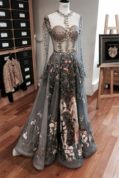 Le Jardin d Eden dress by Valentino Spring 2014 Couture - Vogue Australia bridesmaid outfit Chanel's workshops sees next generation embracing artisan skills Beautiful Gowns, Beautiful Outfits, Beautiful Curtains, Evening Dresses, Prom Dresses, Dresses 2016, Dress Prom, Dance Dresses, Long Dresses