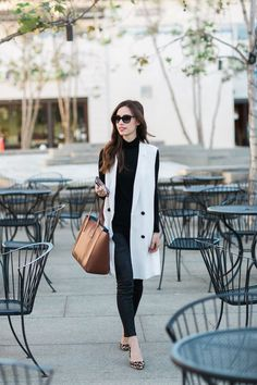 Beautiful Sleeveless Cardigan To Beautify Your Work Outfit 03 Sleeveless Blazer Outfit, White Vest Outfit, Long Vest Outfit, Sleeveless Cardigan, Blazer Outfits, Rosa T Shirt, Short Branco, Long Vests, Western Outfits