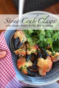Look at these gorgeous plump stone crab claws in a buttery cilantro sauce, what a great seafood dinner! Can't get enough of this stuff. Plump stone crab claws in cilantro butter, ready for a great seafood dinner? Crab Recipes, New Recipes, Dinner Recipes, Favorite Recipes, Healthy Recipes, Shellfish Recipes, Shrimp Tacos, Seafood Dinner, Recipes