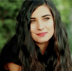 Kara Para Aşk... why is she so beautiful !!!