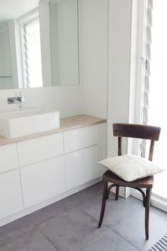 MR & MRS WHITE :: bathroom