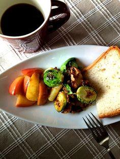 パパさんお気にメシ - 97件のもぐもぐ - こんがり芽キャベツ&長芋にザクロ風味のツナを絡めます by ChonkoDish