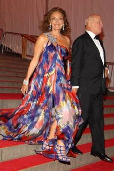 Diane von Furstenberg--I love her flowy dress. 1a22c55c2