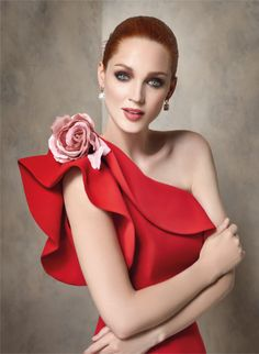 Angela Ariza, prêt à porter prom dresses, for godmothers, bridesmaids and guests. Red Fashion, African Fashion, Fashion Dresses, Royal Dresses, Lovely Dresses, Classy Outfits For Women, Evening Dresses, Prom Dresses, Fancy Dress Design