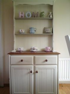 welsh dresser - My next DIY project.old pine dresser painted in a beautiful shabby chic country cottage paint and lots of beautiful ornaments. Shabby Chic Kitchen, Shabby Chic Cottage, Shabby Chic Homes, Shabby Chic Decor, Cottage Style, Pine Dresser, Welsh Dresser, Dresser Inspiration, Home Decor Inspiration
