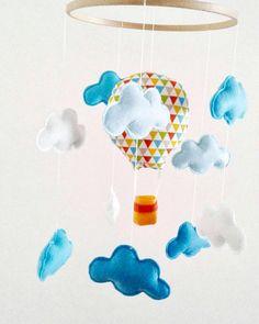 Mobile suspension montgolfière et nuage : décoration bohème