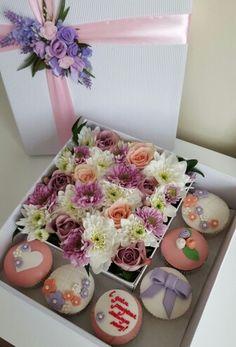 Коробка с цветами и капкейками. Индивидуальный заказ. www.pidu24.eu www.facebook.com/teiepidu