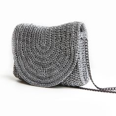 It is easy,you need to make th Bag Crochet, Crochet Clutch, Crochet Handbags, Crochet Purses, Handmade Handbags, Handmade Bags, Handbag Tutorial, Crochet Shoulder Bags, Diy Bags Purses