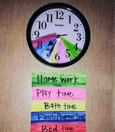 Mit einer farbkodierten Uhr kannst du deine Kinder an Aufgaben erinnern und ihnen Zeitmanagementtechniken beibringen. | 100 geniale Lifehacks für Eltern, die Dein Leben leichter machen