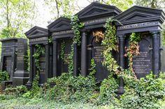 Wien Zentralfriedhof Monuments, Restaurant Bar, Heart Of Europe, Pretty Designs, Vienna Austria, Gazebo, Outdoor Structures, Water, Travel