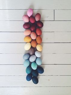 daily dose of color inspiration // natural dyed eggs