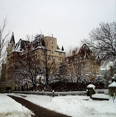 The Chateau Laurier looks like it's straight out of a fairy tale! | photo Twenty York Street | #Ottawa #ottcity