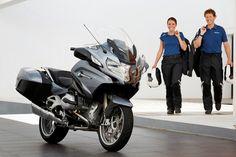 Nouvelle Bmw : toujours plus ! Bmw Touring, Bmw Boxer, Moto Bike, Motorcycle Bike, Scooters, Bmw R 1200 Rt, Roadster, Bmw Motorcycles, Biker Girl