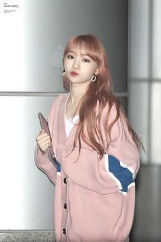 """chaewon's (mostly airport) outfits! — an appreciation thread 😚"" Korean Face, Korean Girl, Kpop Girl Groups, Kpop Girls, Yuri, Girl Group Pictures, Airport Style, Airport Outfits, Japanese Girl Group"